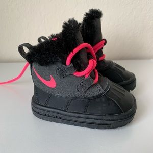 Nike toddler girl snow boots size 4